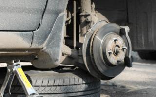 Как заменить тормозные диски на тойота аурис
