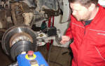 Как отцентровать тормозной диск в станке