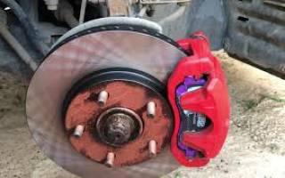 Как снять передний тормозной диск на лансере 10
