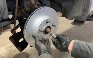 Как заменить тормозные диски на тойоте видео